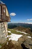 Capanna alpina con la vista Fotografia Stock Libera da Diritti
