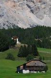 Capanna alpina sotto il della Croce, Alta Badia, dolomia, Italia di Sasso Immagine Stock