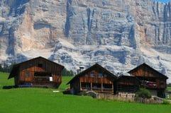 Capanna alpina sotto il della Croce, Alta Badia, dolomia, Italia di Sasso Immagine Stock Libera da Diritti