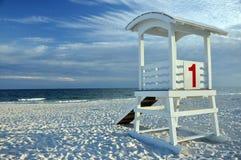 Capanna del bagnino sulla spiaggia Fotografia Stock