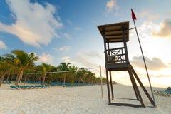 Capanna del bagnino sulla spiaggia caraibica Immagine Stock Libera da Diritti