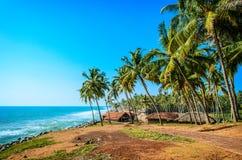 Capanna del pescatore nel villaggio vicino all'oceano, India Fotografia Stock