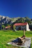 Capanna della montagna di Pramosio nelle alpi di Carnia Friuli, Italia Fotografia Stock
