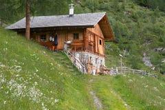 Capanna della montagna nel Tirolo del sud, Italia Fotografia Stock