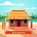 Capanna della spiaggia della laguna dei surfisti con i surf diritti Immagini Stock Libere da Diritti