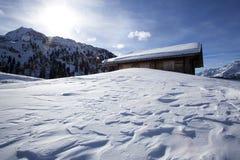 Capanna dello sci nelle alpi austriache nevose Fotografia Stock Libera da Diritti