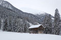 Capanna dello sci nelle alpi austriache nevose Fotografie Stock Libere da Diritti