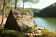 Capanna di bambù sul lago Immagine Stock