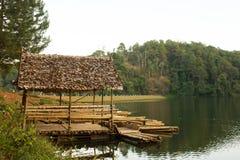 Capanna di bambù sul lago Immagini Stock Libere da Diritti