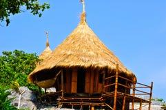 Capanna di bambù sulla scogliera fotografia stock libera da diritti