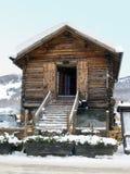 Capanna di legno con neve Immagini Stock Libere da Diritti