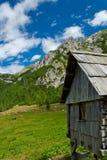 Capanna di legno della montagna Fotografia Stock