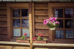 Capanna di legno polacca tradizionale da Zakopane, Polonia fotografia stock