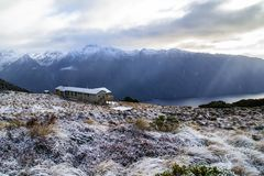 Capanna di Luxmore, pista di Kepler, parco nazionale di Fiordland, Nuova Zelanda fotografia stock libera da diritti