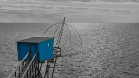 Capanna di pesca sulla costa di Bretagna a Pornic fotografia stock