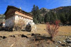 Capanna di pietra in autunno Immagine Stock