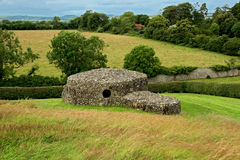 Capanna di pietra a Newgrange immagini stock libere da diritti