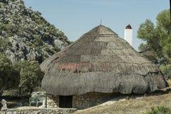 Capanna di stile del cottage nella sierra fotografia stock libera da diritti