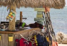 Capanna di Tiki con il tetto ricoperto di paglia Fotografia Stock Libera da Diritti