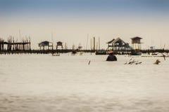 Capanna nel mare che ha usato affinchè il proprietario resti e per custodire il suo coc Immagine Stock Libera da Diritti