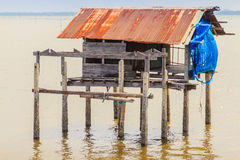 Capanna nel mare che ha usato affinchè il proprietario resti e per custodire il suo coc Fotografia Stock