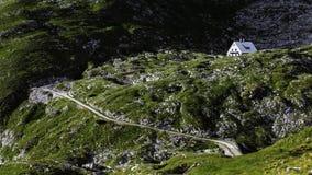 Capanna nell'ambito del picco di Mangart, Julian Alps, Slovenia Immagini Stock Libere da Diritti