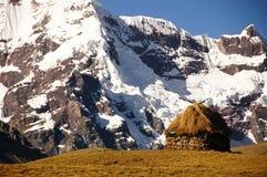 Capanna nelle montagne fotografia stock libera da diritti