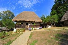 Capanna rustica del villaggio dalla Romania Immagini Stock Libere da Diritti
