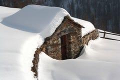 Capanna sotto la neve nella valle d'Aosta Immagine Stock Libera da Diritti