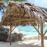 Capanna, spiaggia, paesaggio tropicale Fotografia Stock Libera da Diritti