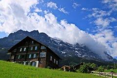 Capanna svizzera in alpi Immagini Stock Libere da Diritti