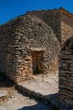 Capanna tipica fatta della pietra nel villaggio di Bories fotografia stock libera da diritti