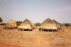 Capanne africane del villaggio Fotografie Stock Libere da Diritti
