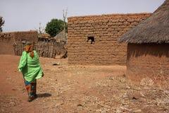 Capanne africane del villaggio Immagini Stock