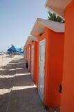 Capanne arancio della spiaggia Fotografie Stock