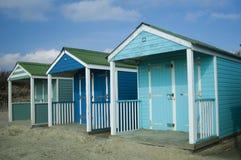 Capanne blu luminose della spiaggia Fotografia Stock Libera da Diritti