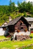 Capanne del paesino di montagna, Alpe Devero, Italia Fotografia Stock Libera da Diritti