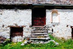 Capanne del paesino di montagna, Alpe Devero, Italia Fotografia Stock