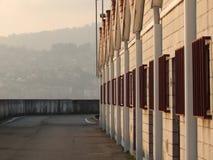 Capanne del porto al tramonto con luce del giorno fotografia stock libera da diritti