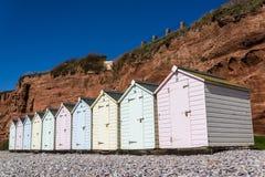 Capanne della spiaggia, Devon orientale, Inghilterra, Regno Unito immagini stock