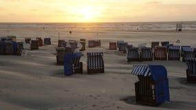 Capanne della spiaggia nel tramonto Fotografia Stock Libera da Diritti