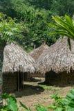 Capanne di Kogui in un villaggio indigeno a Sierra Nevada di Santa Marta in Colombia fotografia stock