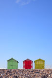 Capanne e cielo blu della spiaggia Fotografie Stock Libere da Diritti