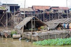 Capanne su acqua, linfa di Tonle, Cambogia Immagini Stock