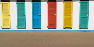 Capanne variopinte della spiaggia Fotografie Stock