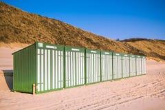 Capanne verdi e bianche della spiaggia Immagine Stock