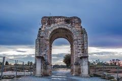 Caparra罗马曲拱在黄昏的,卡塞里斯,西班牙 免版税库存图片