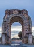 Caparra罗马曲拱在黄昏的,卡塞里斯,西班牙 免版税库存照片