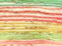 Capas coloridas de la torta del crepé Imagenes de archivo