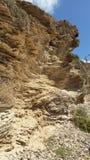 Capas del sedimento de la piedra arenisca en una costa israelí fotografía de archivo